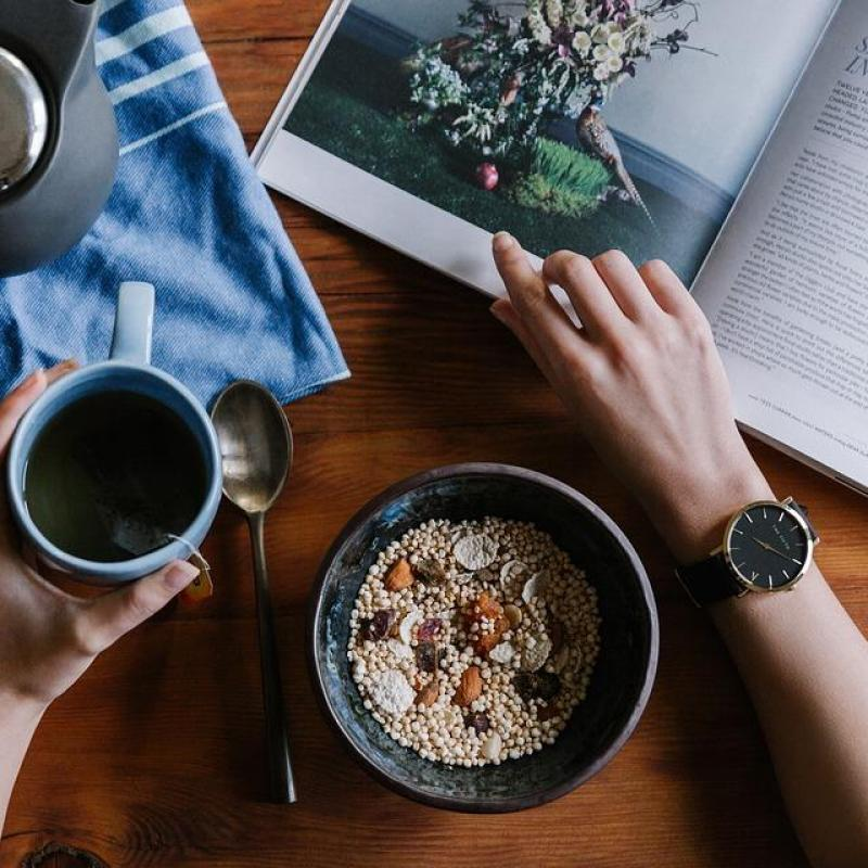 [朝活に関する調査]60代は20代より平均2時間も早く起きている?!