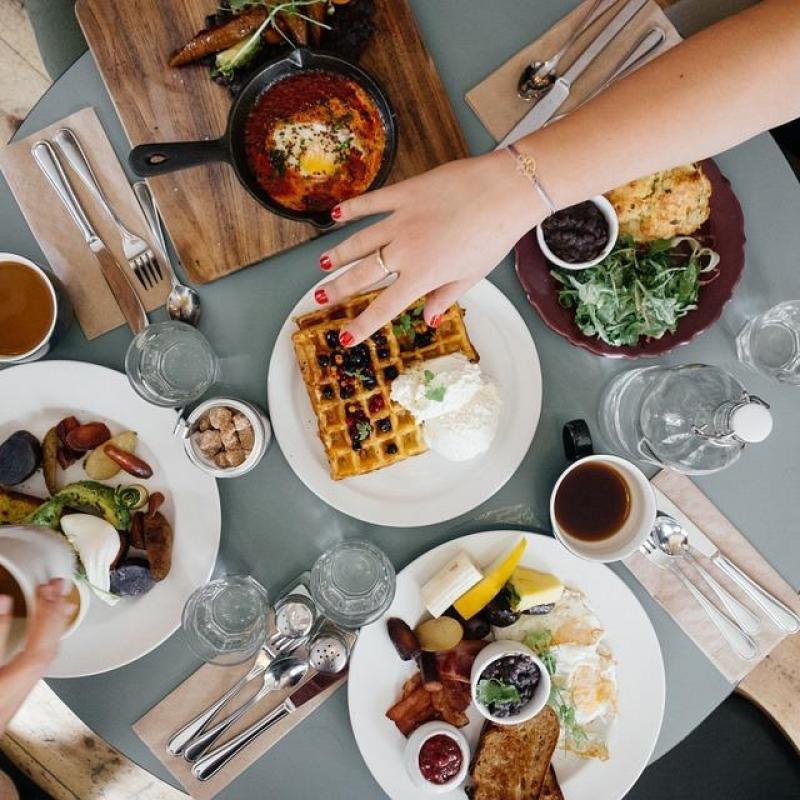 [朝食に関する調査]平日の朝食はパン派?ごはん派??